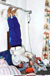 girl_handstand1.jpg